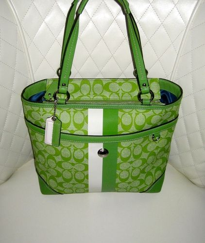 95e95a16da0d COACH Green Signature Heritage Tote PreLoved . Starting at  45 on Tophatter .com!