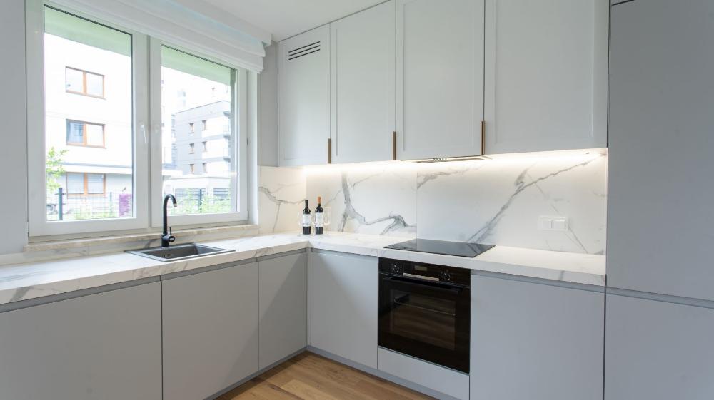 Bateria Pod Oknem 10 Pomyslow Na Aranzacje Kuchni Ze Zlewem Przy Oknie Galeria Dobrzemieszkaj Pl Home Decor Decor Home
