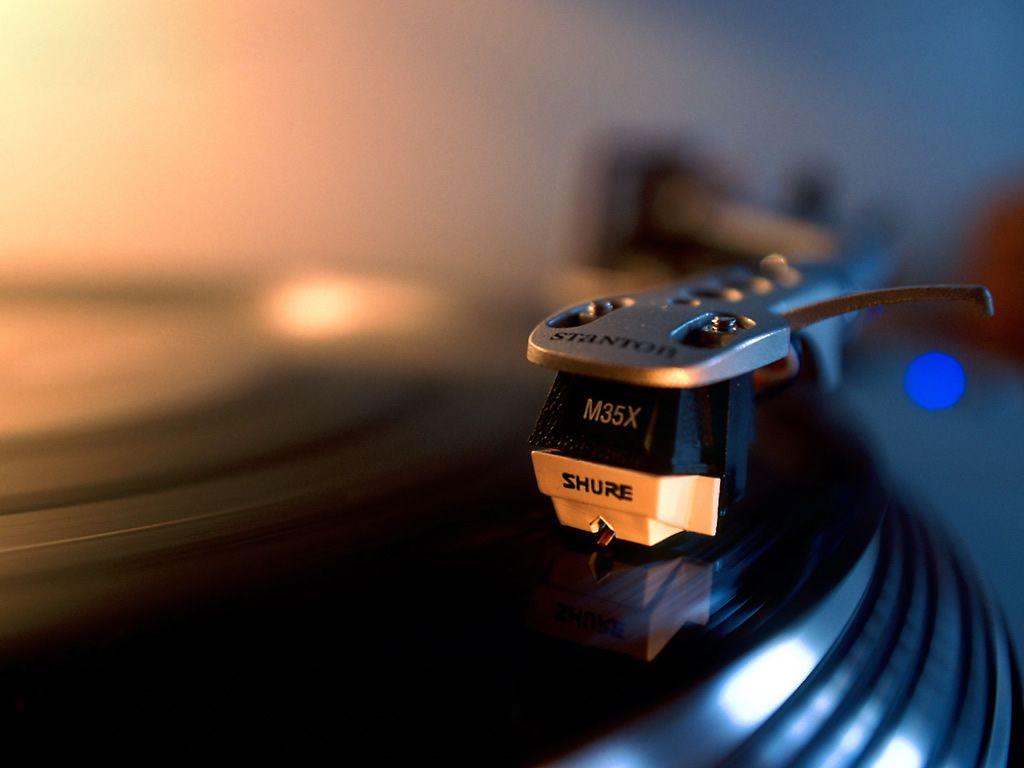 Com discotecagem ambiente, público poderá trocar ou vender discos, vitrolas e acessórios relacionados.