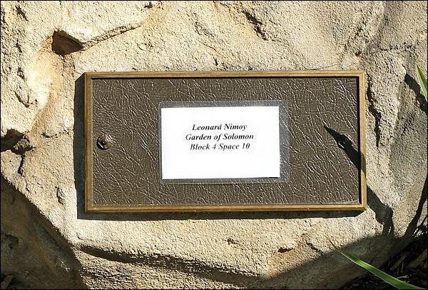 Leonard Nimoy S Grave Photo Leonard Nimoy Star Trek Series Photo