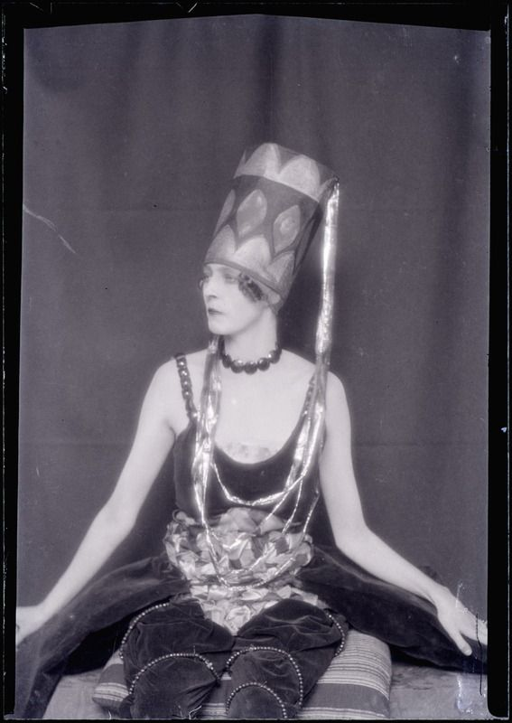 Pin by Tracy Doran on iconic. | Man ray, Nancy cunard, Portrait