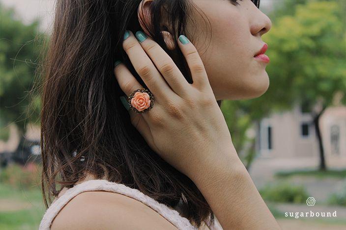 Anillo Coral Blossom $68.  También disponible en Ivory y Rosa Palo.  https://www.facebook.com/Sugarbound