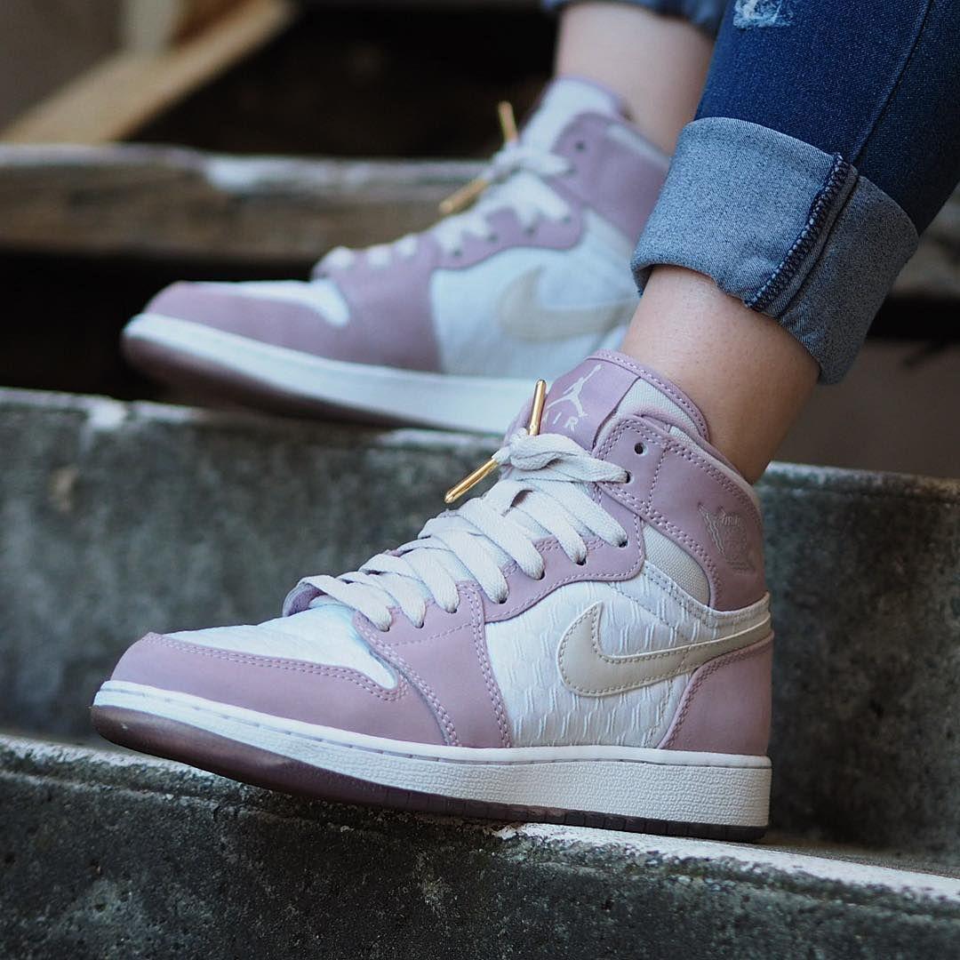 Sneakers women Nike Air Jordan pink Celebrity style in