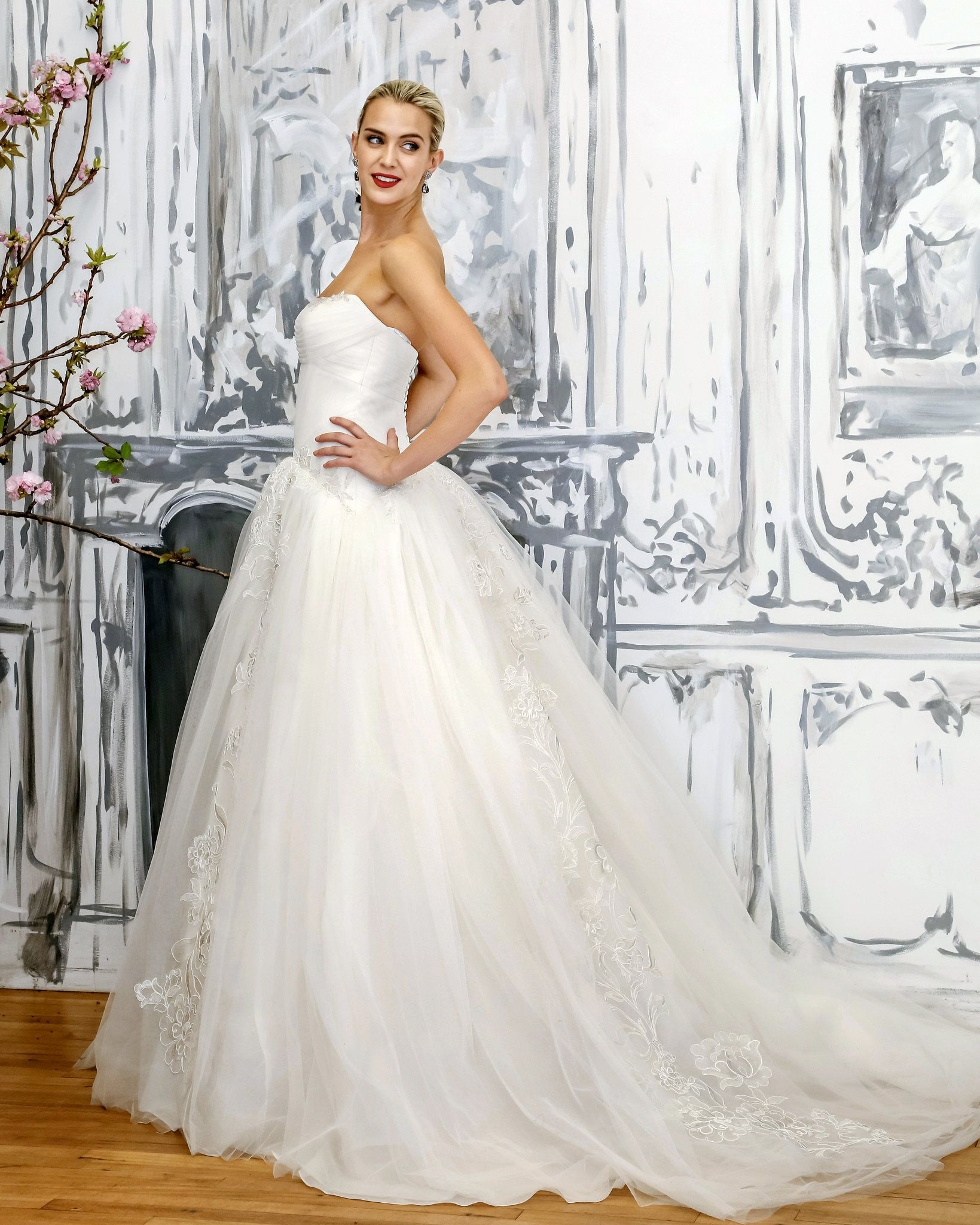 The Latest Bridal Dress Collections Showed Few New Wrinkles | Latest ...