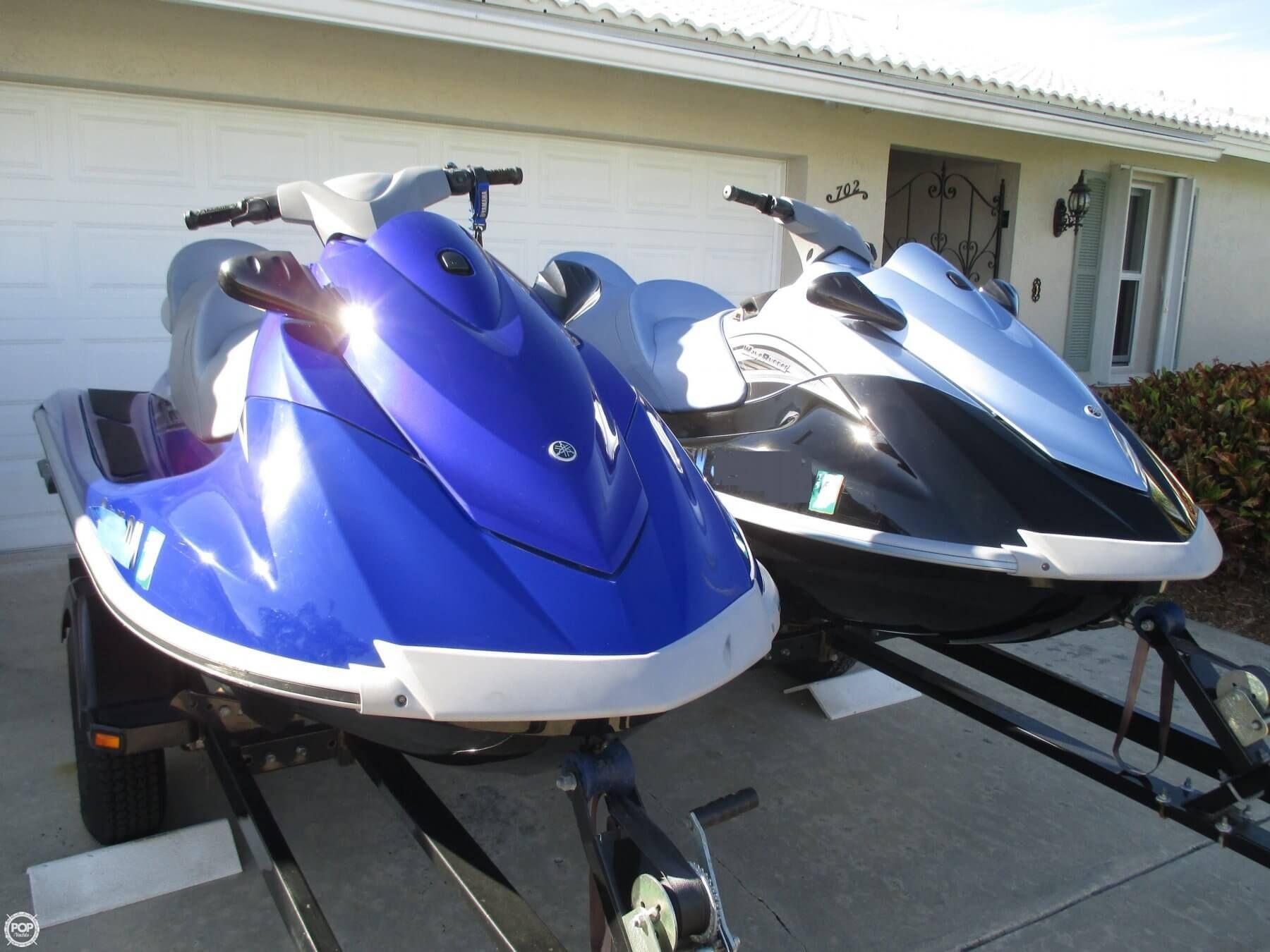2 low hour yamaha jet skis trailer boats boats for. Black Bedroom Furniture Sets. Home Design Ideas