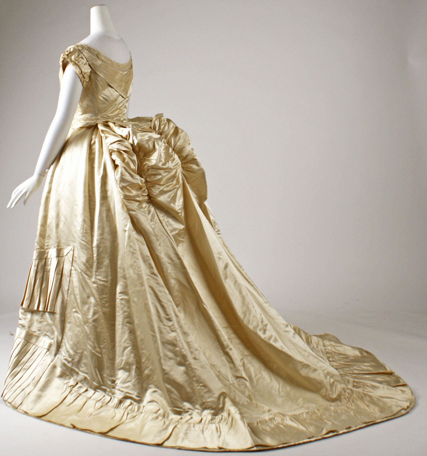 1876 Ball Gown French Silk Metmuseum Ball Gowns Ball Dresses Vintage Gowns