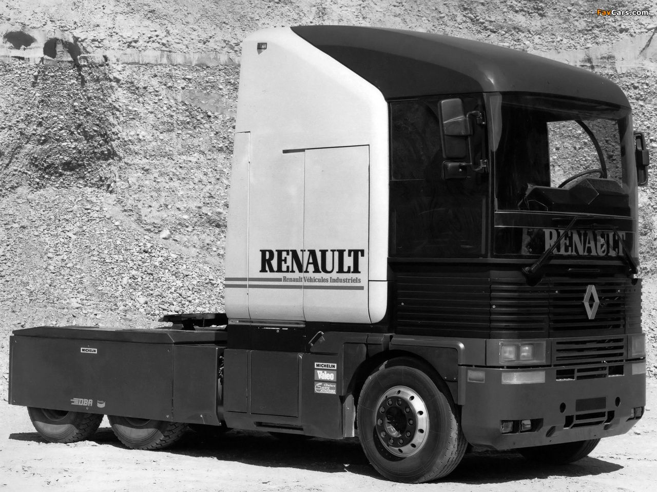 "OG | 1990 Renault AE Magnum | 1985 Renault VE10 experimental truck inside the whole program ""V.I.R.A.G.E.S"""