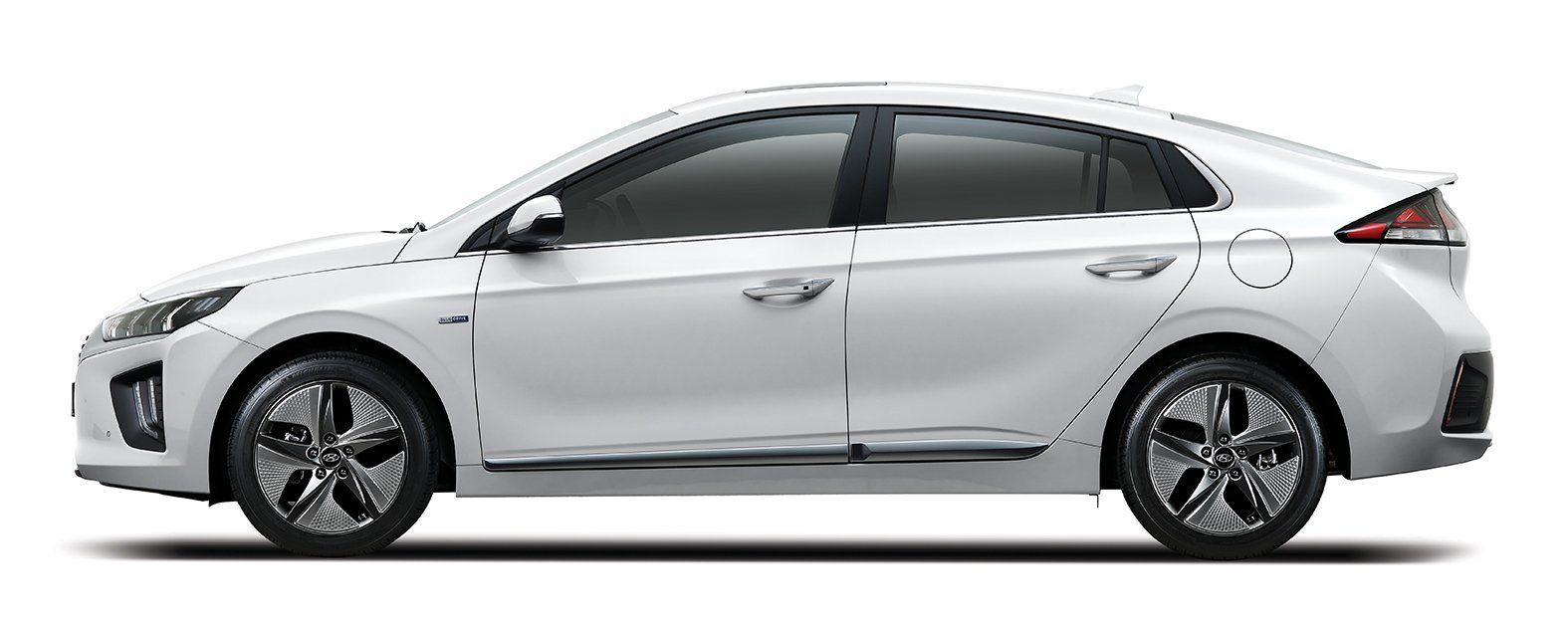 2020 Hyundai Ioniq Facelift Debuts With Styling And Tech Updates Carscoops Hyundai Tech Updates Facelift