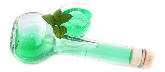 Homemade liquor mint. Licor de menta casero