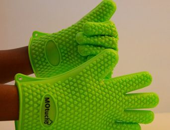 WIN YOUR OWN PAIR OF Motucho Silicone Cooking Gloves #Giveaway