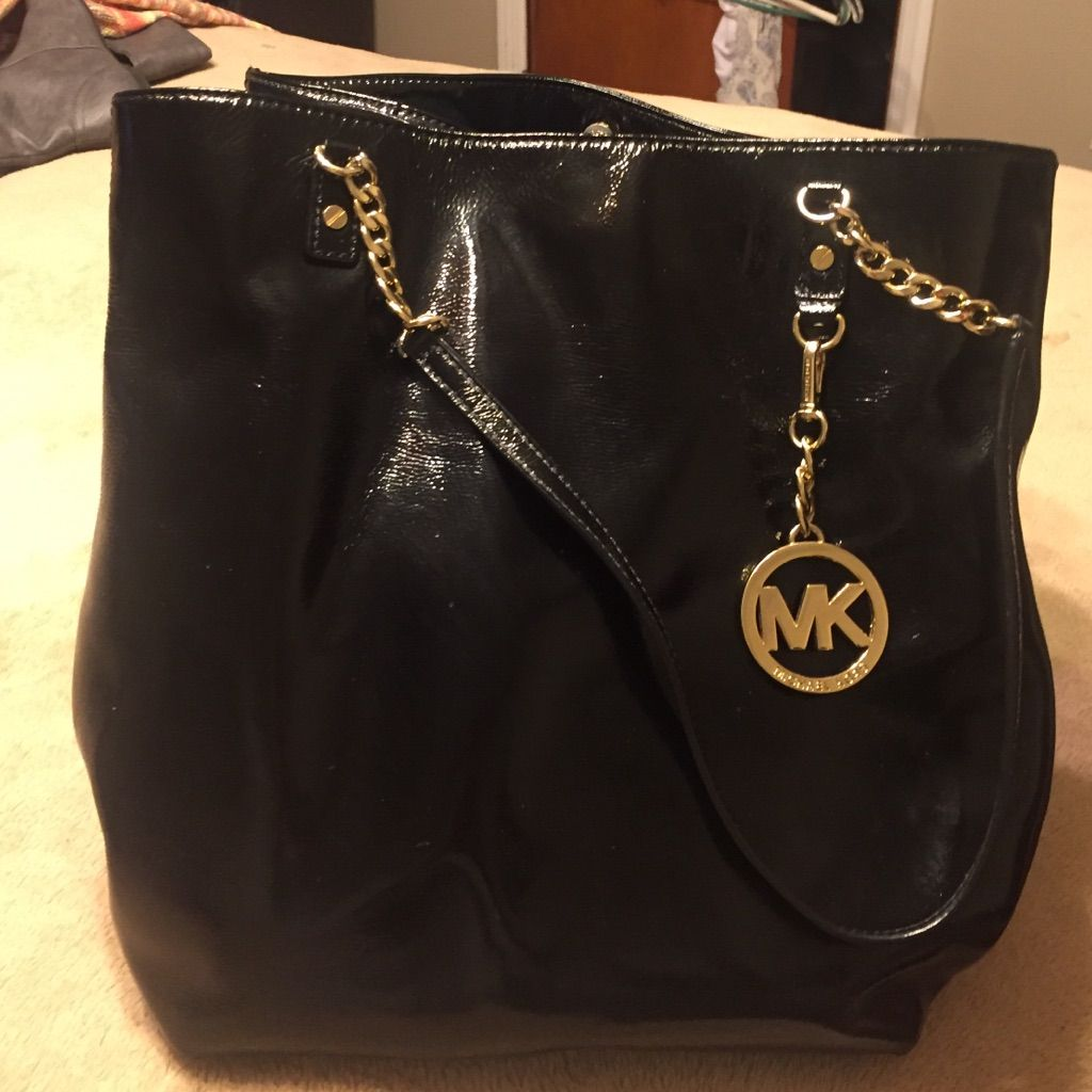 8979a84ab58e New Without Tags Authentic Michael Kors