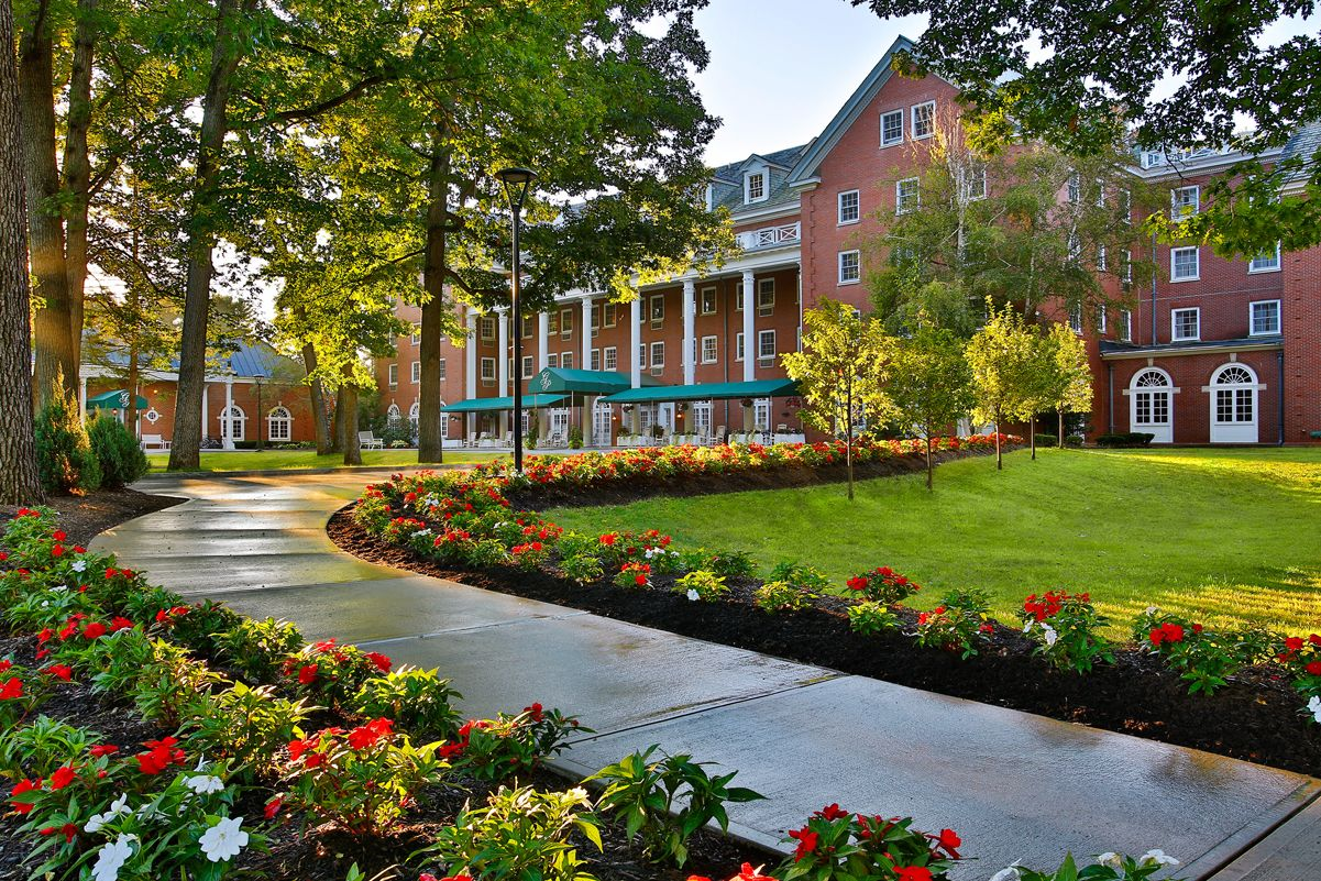 The Only Saratoga Springs Hotel In Saratoga Spa State Park For The