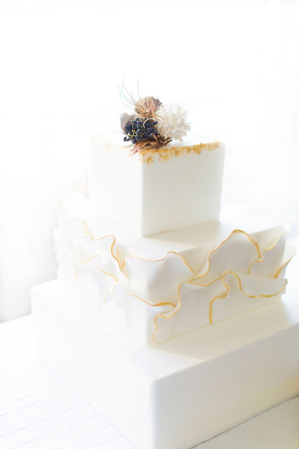 White square wedding cake - Beach wedding cake ideas