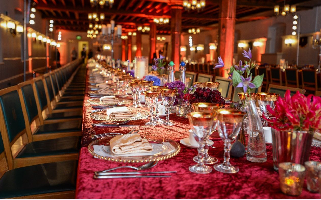 Event Decor London Red Gold And Green Table Dccor In The New Armouries At Tower Of