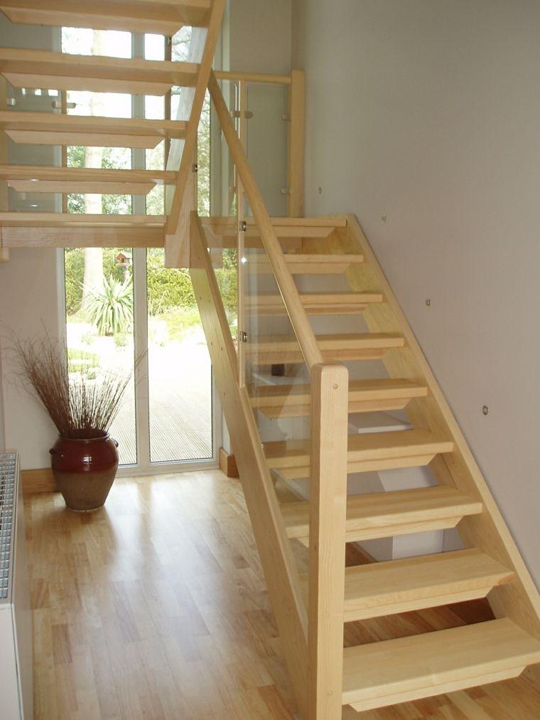 Bonita escalera madera r stica interior interiores for Escaleras interiores casas rusticas