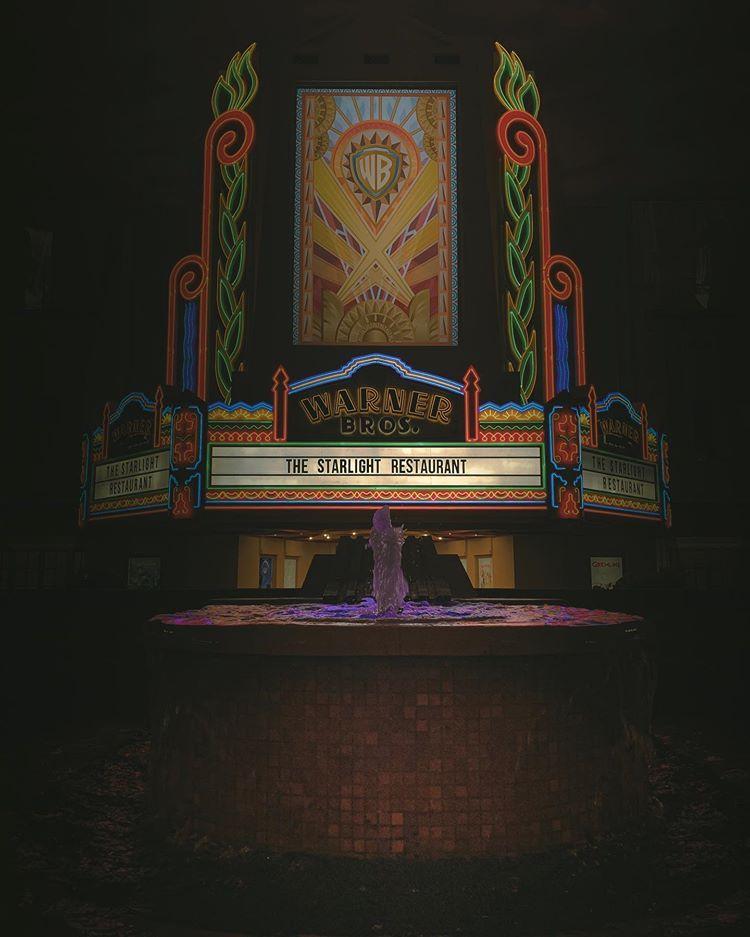 حبيت اوثق ها المكان الجميل وخاصه مكان الجوكر روعه حق تصوير طبعا الصور كلها بتصوير الايفون اكس ماكس بلاس وتعديل برنامج لايتور Bros Broadway Shows Warner Bros