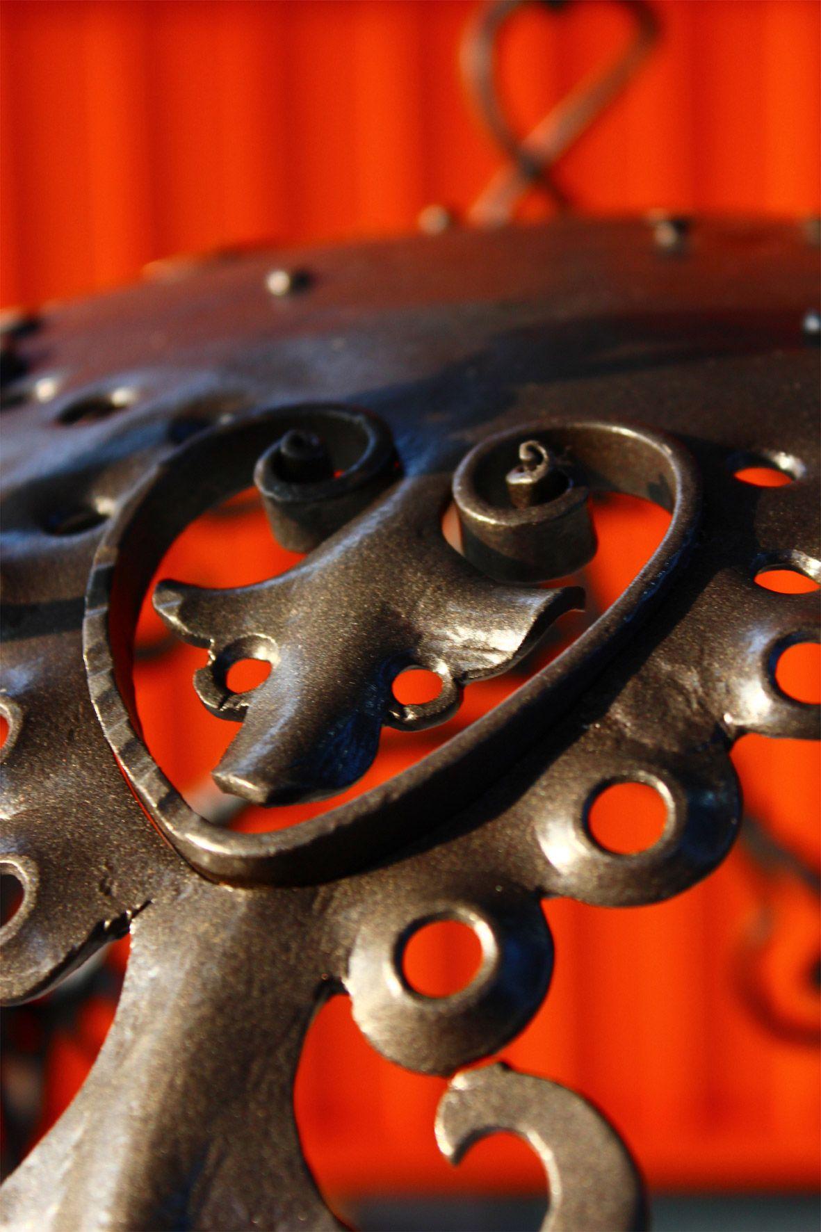 Lampadario realizzato a mano in ferro battuto, anni '30. Officine Locati Monza.