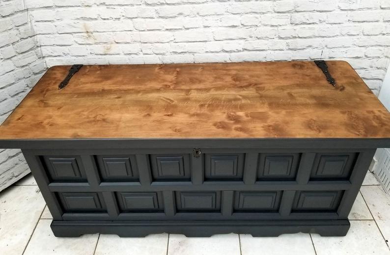 Soldvintage Chest Ottoman Shoe Bench Linen Storage Blanket Box