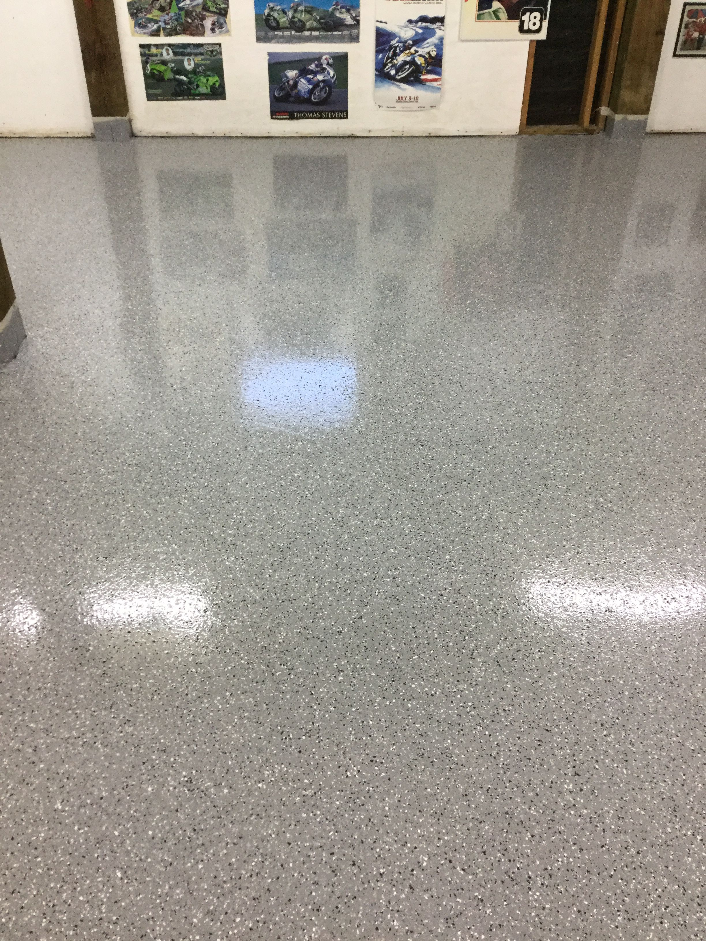 Garage Epoxy With Flakes Partial Flake Epoxy Garage Man Cave Floor Ideas Decorative