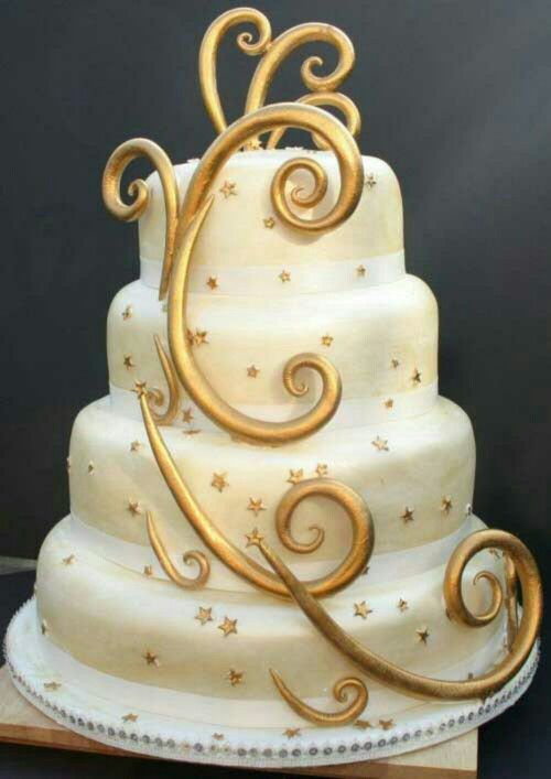 4 layer with swirl decorations