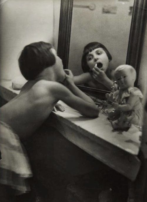 At the vanity - 1929, Rogi André.