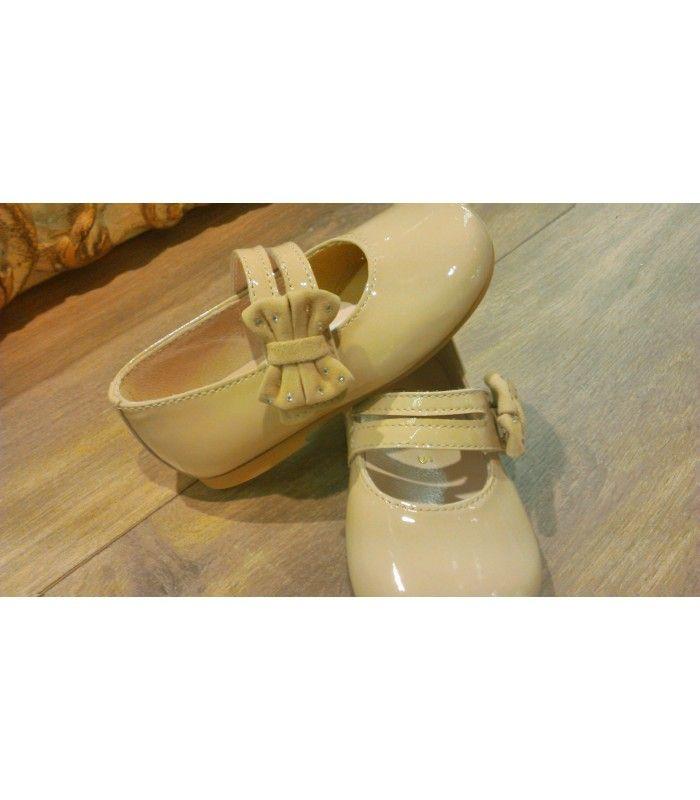 Comprar Francesita Clarys niña charol salina con Lazo lateral | Gran selección de calzado infantil y juvenil en Mi Gatito Pepo. #calzadoinfantil #zapatosniña http://www.migatitopepo.es/13-zapatos-nina-merceditas