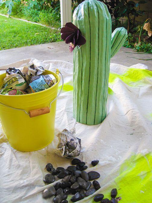 selber machen selber machen papp kaktus sicherheitsabstand kaktus und pappmach. Black Bedroom Furniture Sets. Home Design Ideas