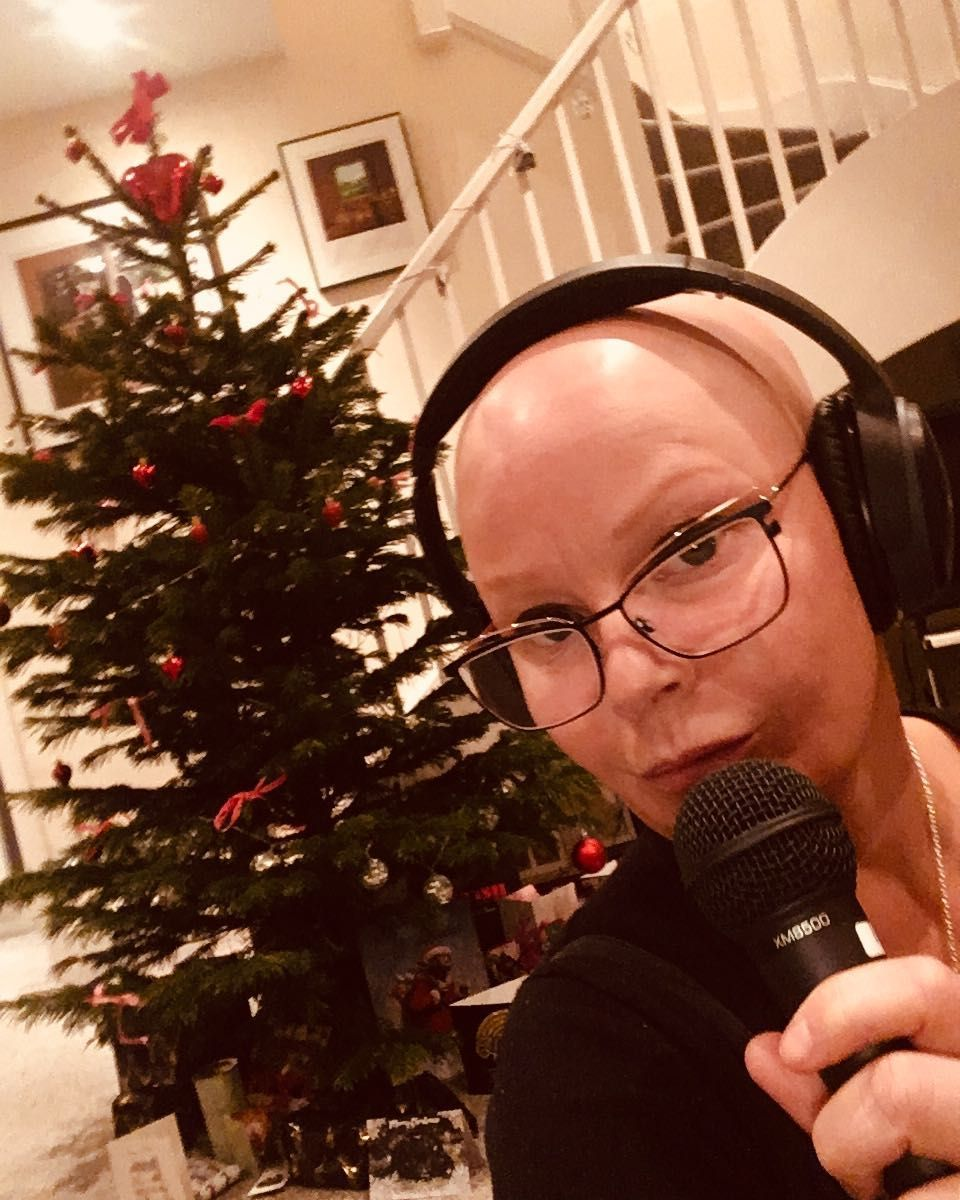 188 Likes 23 Comments Gail Porter Iamgailporter On Instagram Not Bored And Lonely Having My Own Home Karaoke Gail Porter Karaoke Instagram