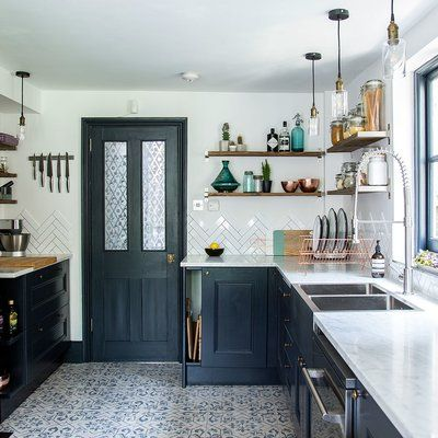 Before and after: From narrow space to stylish kitchen in dark blue #longnarrowkitchen