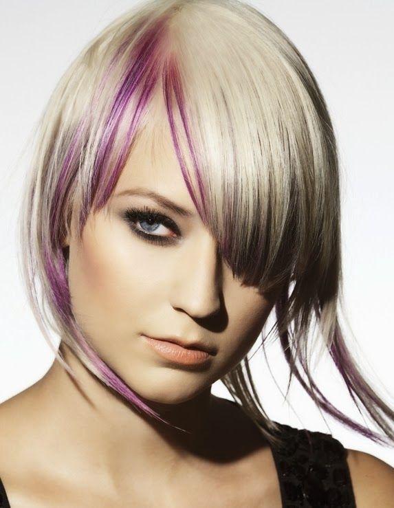 cabello con mechas moradas