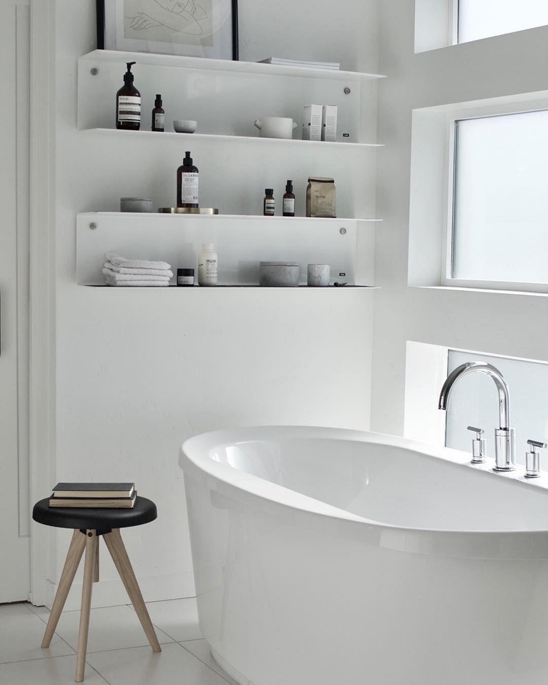 30 Beautiful Minimalist Bathroom Decorations Ideas To Inspire You Badezimmer Bad Styling Minimalistisches Badezimmer