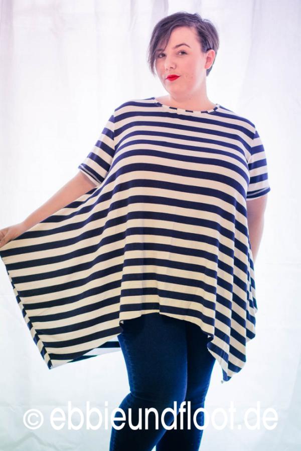 Plus Size Mode - maritimes Zipfelshirt richtig kombiniert | ebbie ...