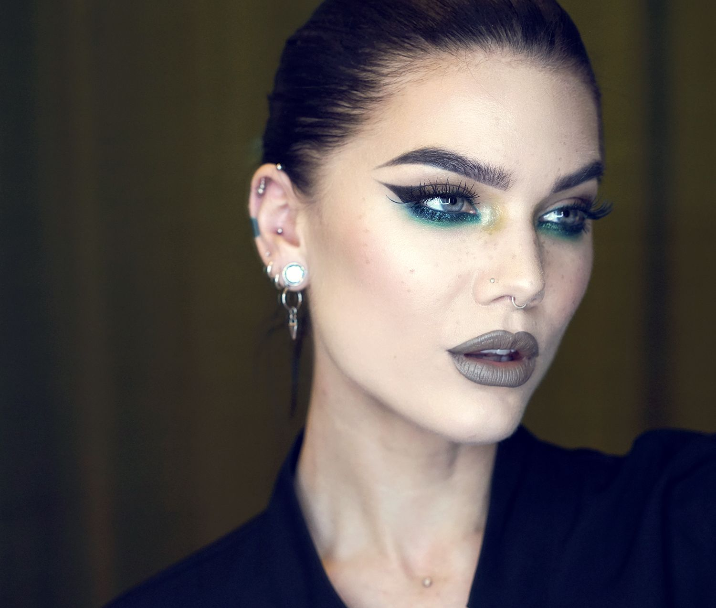 Flash- Linda Hallberg | Magical makeup, Makeup artist ...