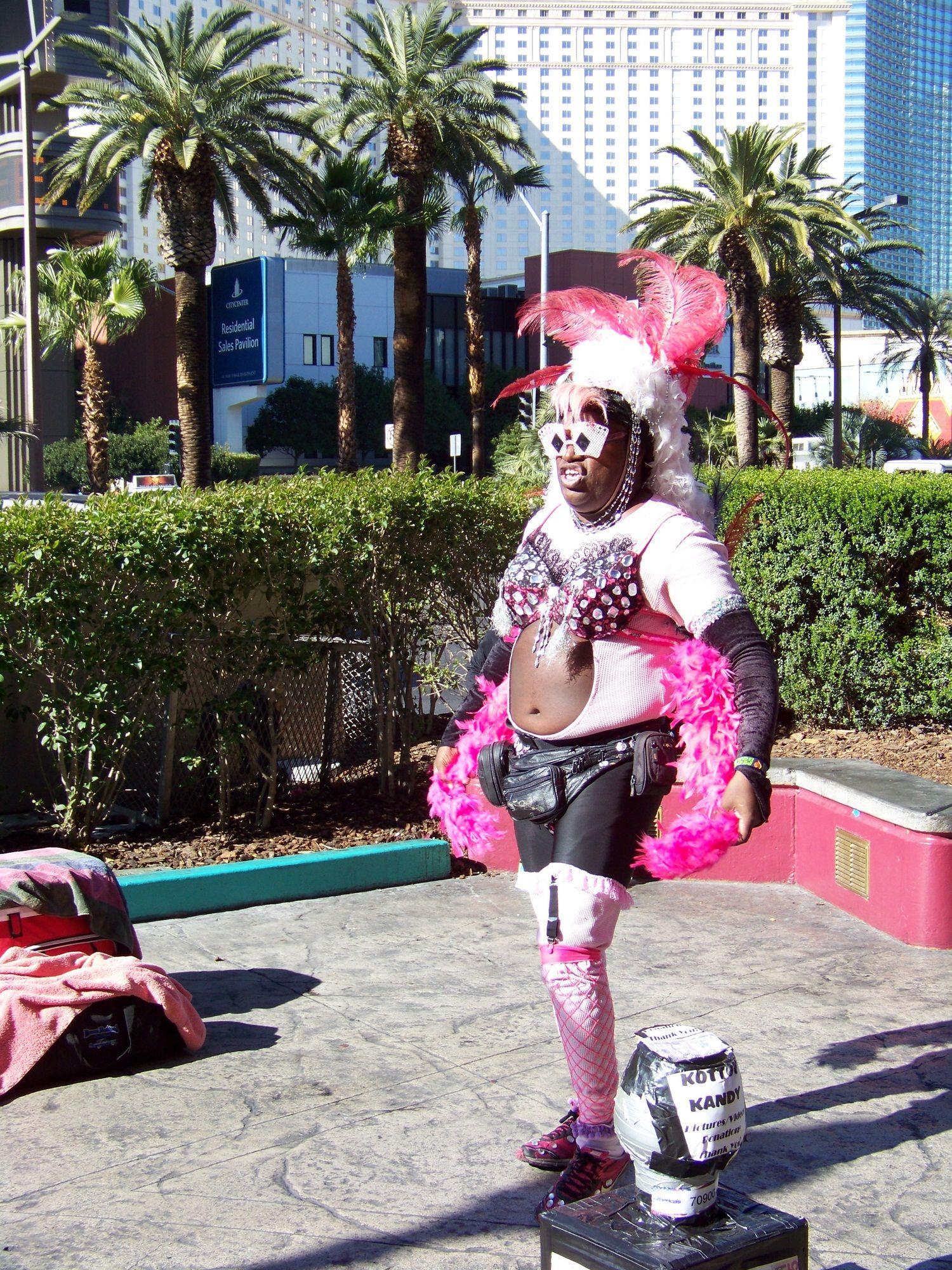 Las Vegas, die Stadt in der alles möglich ist! Die schönsten Hotels in Las Vegas gibt es hier: http://www.hotelreservierung.com/index.php?seite=hotelsuche-liste&si=ai%2Cco%2Cci%2Cre&ssai=1&ssre=1&do_availability_check=on&aid=318826&lang=de&checkin_monthday=&checkin_month=&checkin_year=&checkout_monthday=&checkout_month=&checkout_year=&ss=Las+Vegas&datePick1=&datePick2=