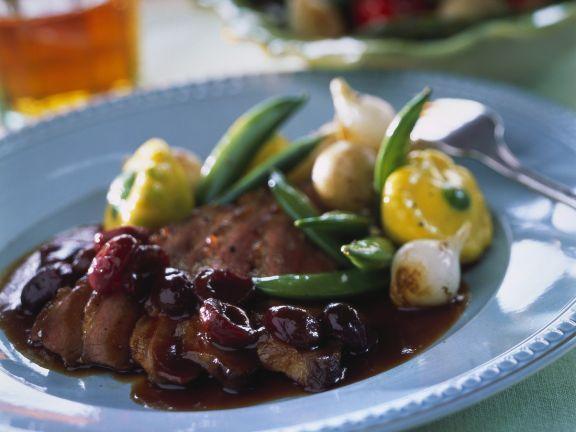 Ente mit Kirschsauce ist ein Rezept mit frischen Zutaten aus der Kategorie Ente. Probieren Sie dieses und weitere Rezepte von EAT SMARTER!