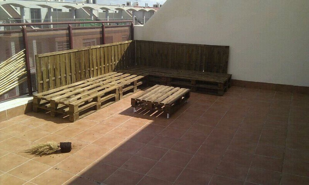 Terraza chill out con palets f cil y barato todo for Hacer muebles baratos