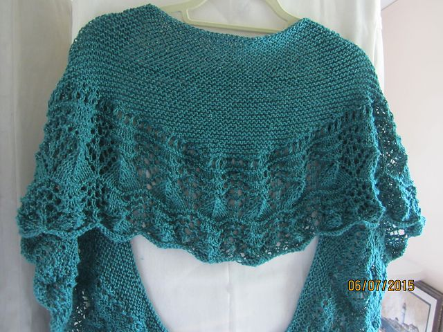 Ravelry: Project Gallery for Miami Beach Shawl pattern by Vera Sanon
