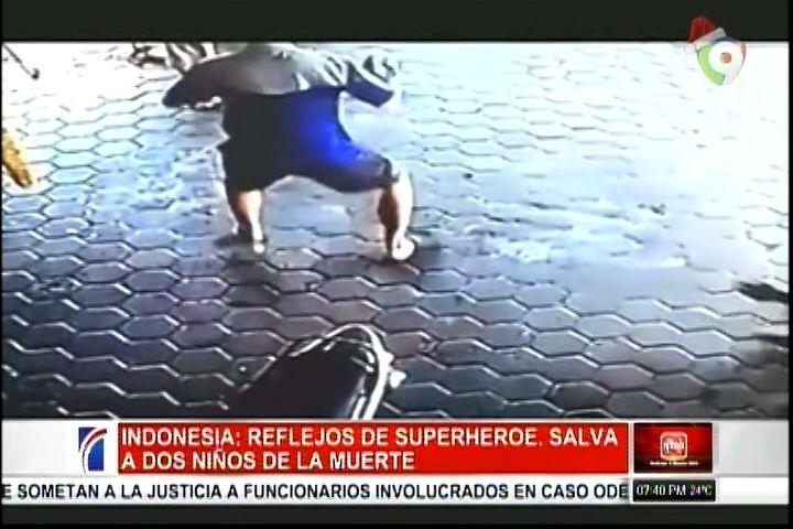 En Indonesia Un Hombre Con Super Reflejos Salva A Dos Niños De Una Muerte Segura