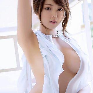 Asian milf upskirt 001