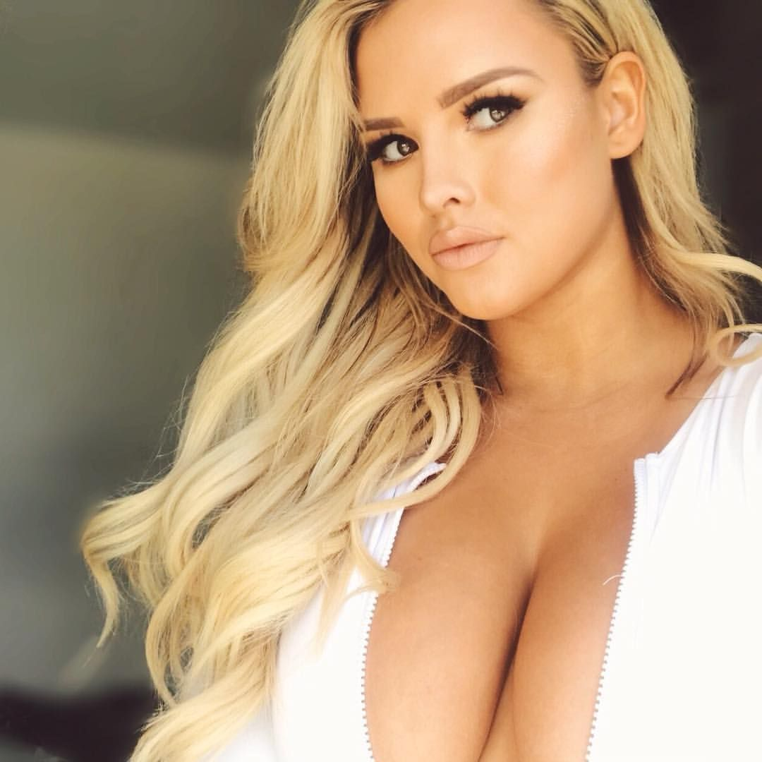 Блондинка с формами, порно бразерс лысый красавец ебет