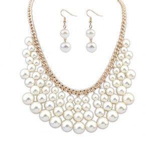 Perlenkette mit Ohrringen in weiss und gold