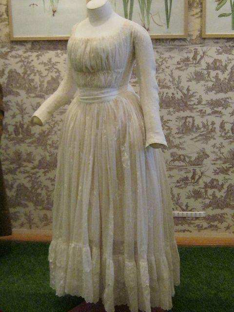 Chemise a la Reine Gown ca 1785-1789 Musée de la Toile de Jouy ...