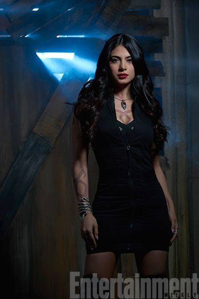 Exclusive 'Shadowhunters' First Look | Isabelle Lightwood (Emeraude Toubia) | EW.com
