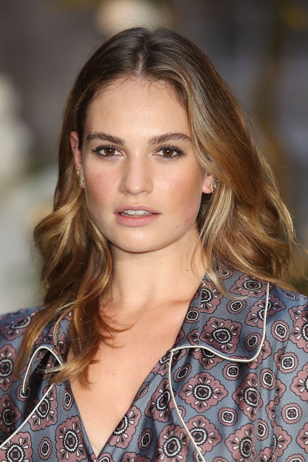 Lily James knows very well that the effortless make up ...