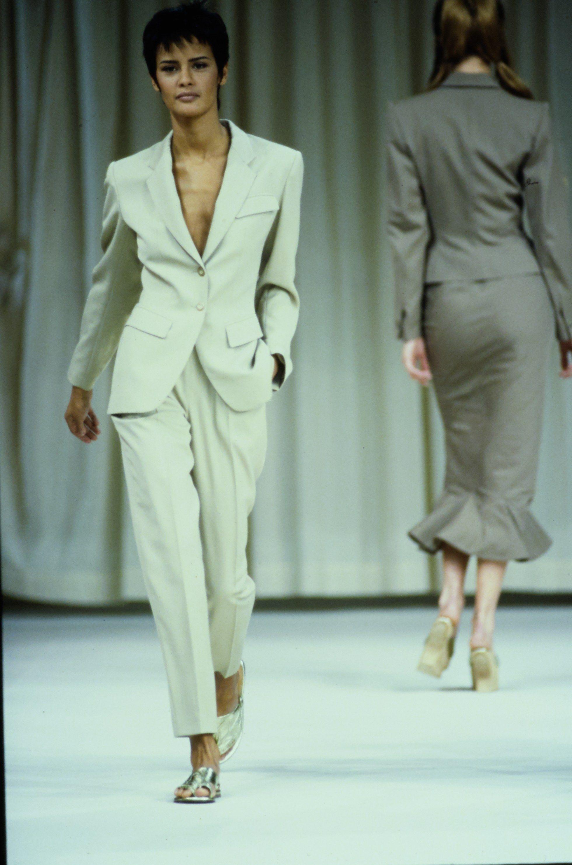 07c99867e31e0d Alaïa Spring 1992 Ready-to-Wear Fashion Show in 2019 | the brand ...