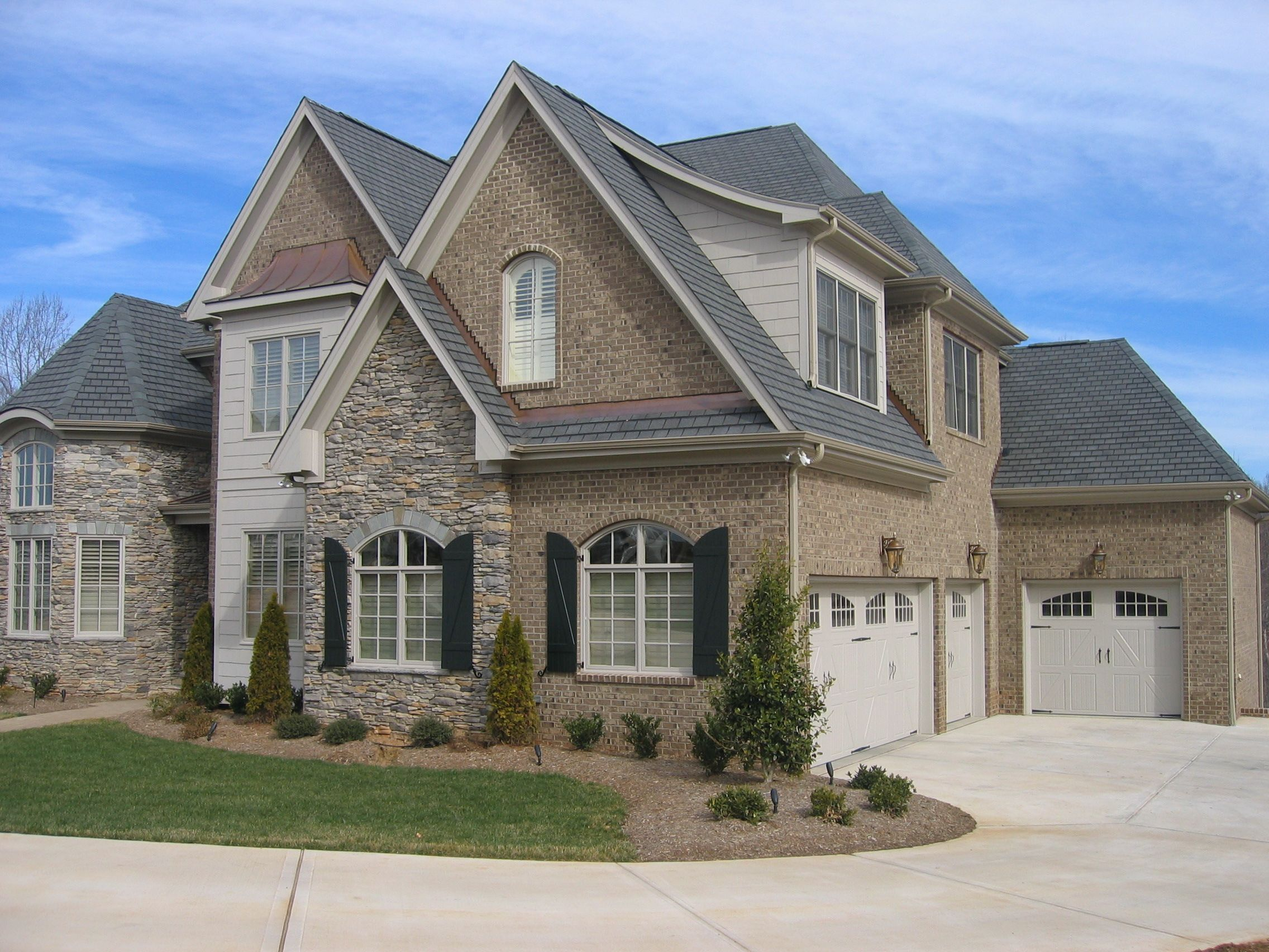 Nice craftsman style home with pine hall 39 s millstone brick for Craftsman stone