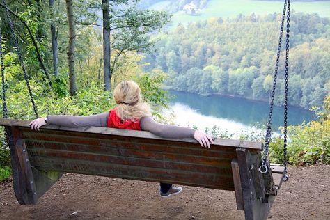Photo of Lieserpfad – ein Eifel Wanderweg in Flusslandschaft