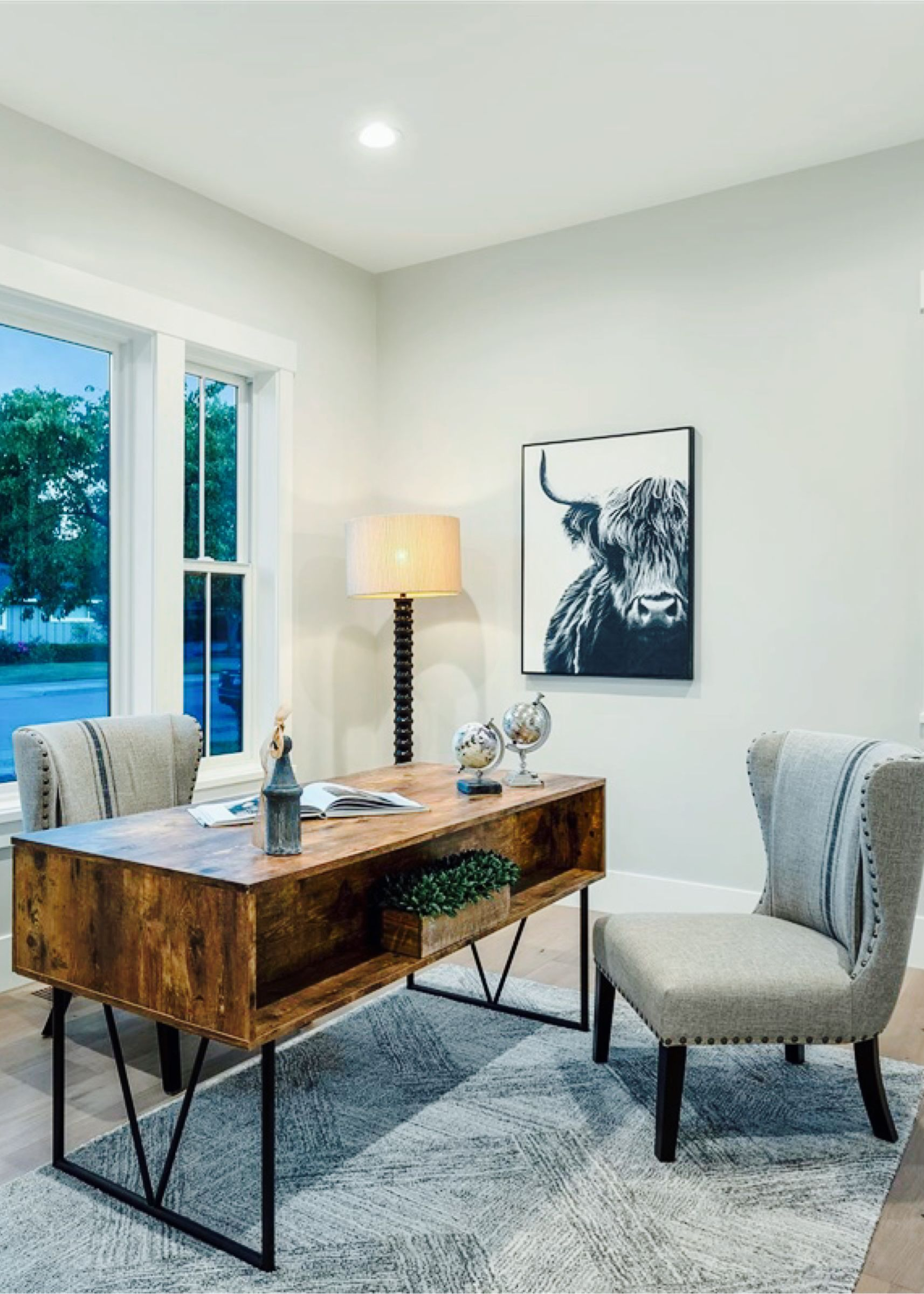 A great space for working from home. :) #interiordesign #interiors #interiorstyling #homedesign #homestyling #homedecor #dreamhome #livingspaces #interiordecorating