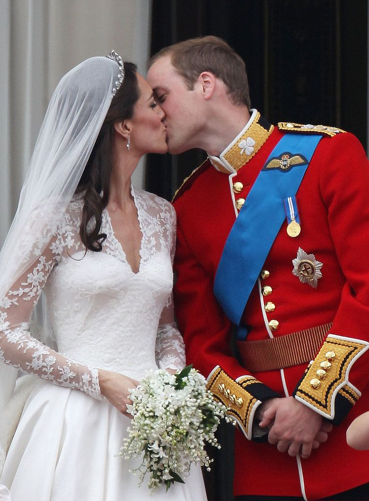 See Prince William And Kate Middleton S First And Second Kiss