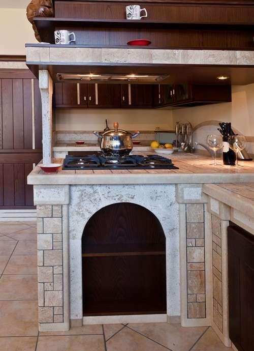 Cucine in muratura rustiche e moderne - Cucina in legno massello ...